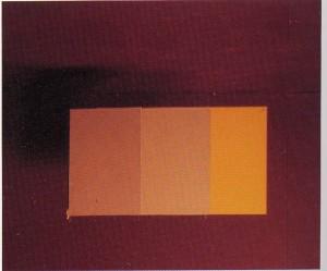 Tres superficies planas separadas en el espacio se perciben como si fueran dos planos de color superpuestos bajo determinadas circunstancias.