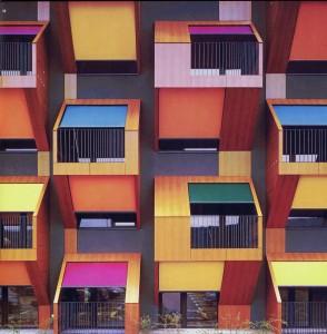 El color empleado como codigo para identificar la propia vivienda es un recurso que se remonta a la antiguedad (cap. II.B.1.1.2). Social housing on the coast. OFIS architeki, Izola (Slovenia), 2005.