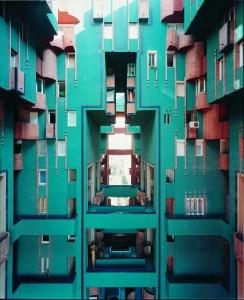 """Vistas de los patios interiores del edificio """"Walden 7"""", Ricardo Bofill, San Just Desvern, Barcelona, 1970-75."""