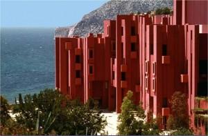"""La Muralla Roja, Urbanización """"La Castañeda"""", Ricardo Bofill, Calpe, Alicante (España), 1973."""