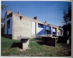 Casa de Peregrinos de Notre Dame Du Haut , Le Corbusier, Ronchamp, (Francia, 1950-1955)