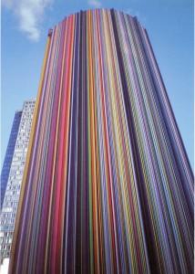 Chimenea multicolor de la explanada de la Défense. Raymon Moretti, París, 1989-1990