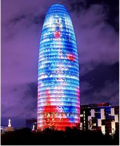 Torre AGBAR. Jean Nouvelle, Barcelona, 2005. Aspecto nocturno.