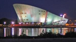 Centro de Investigaciones Nemo, Renzo Piano, Amsterdam, 1997.