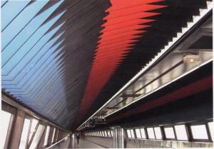 Cromoestructura, cubierta de la pasarela de la gare. Carlos Cruz-Diez, Saint-Quentin-en Yvelines,1981