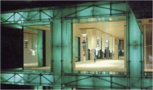 Selimex office building, Latsch. Werner Tscholl, Latsch, South Tyrol (Italia). Reflejo de la fachada.